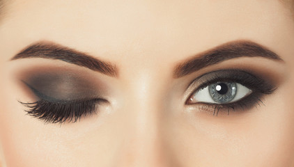 Contact Lenses And Makeup: 10 Makeup Mistakes To Avoid
